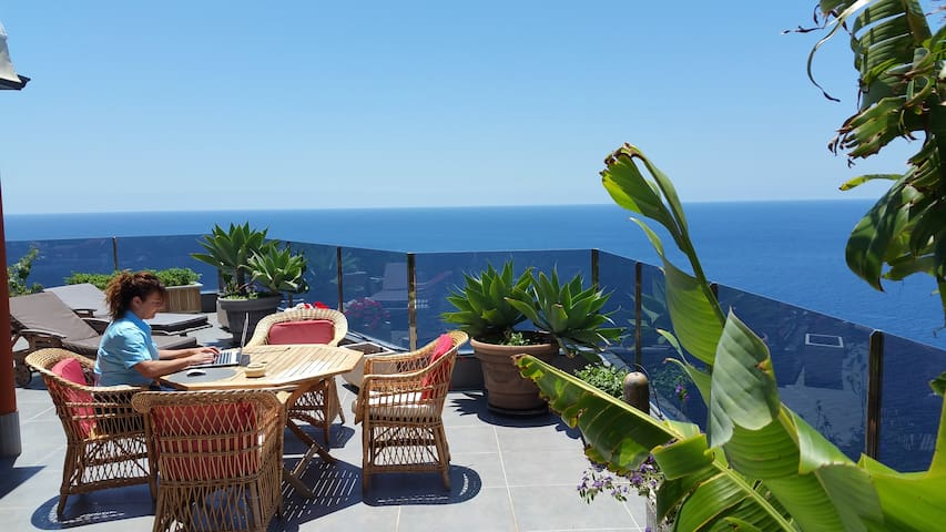 "Cliff house""Amazing Ocean view! Complete Relaxing - Ribeira Brava - Talo"