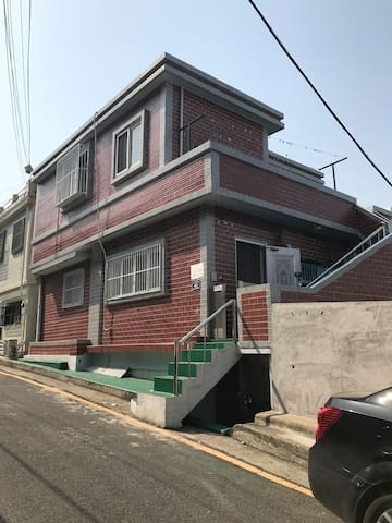 Ami house(Toseoung station/ Ja-gal-chi/NamPoDong) - Seo-gu - Dom