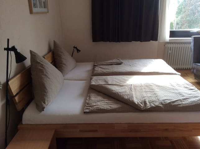 Schönes Zimmer mit eigenen Bad - Wedemark - Bed & Breakfast