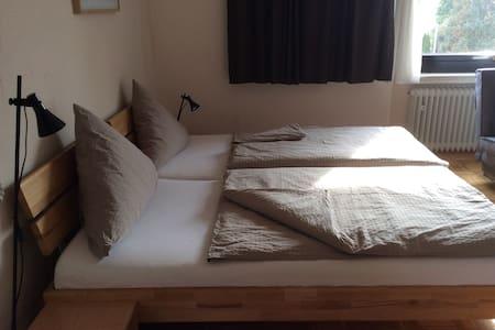 Schönes Zimmer mit eigenen Bad - Wedemark