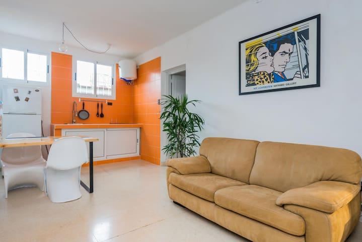 Cozy, brand new apartment in Miramar. Beach