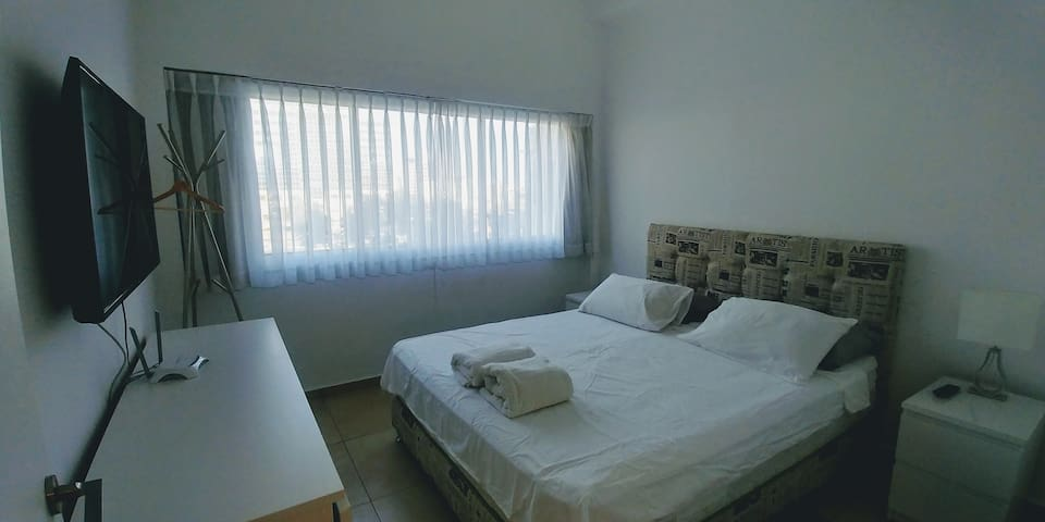 1B.1 Private Room with Big Bed in the City Center