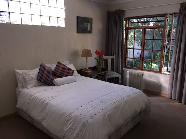 Garden cottage for 2 in leafy Parkhurst