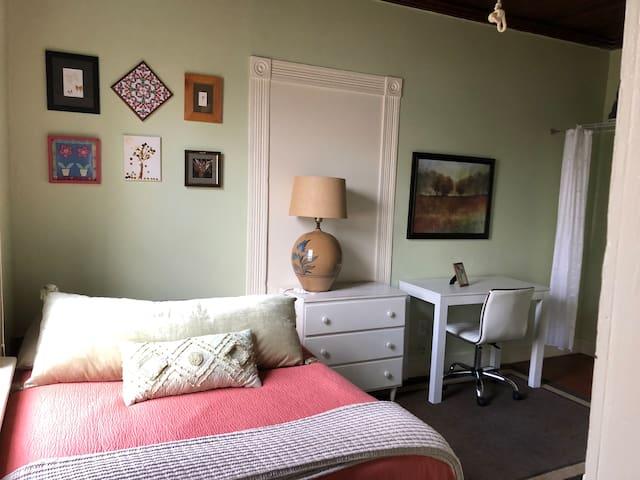 West Suite next to UNC & downtown Chapel Hill