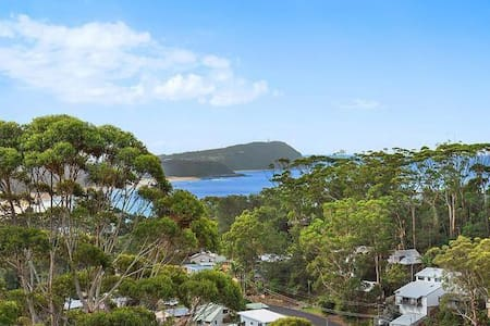 Ocean view sunny retreat in the heart of Terrigal