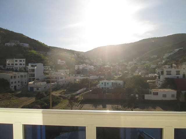Quiet appartement 1mn from beach with amazing view