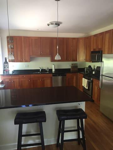 Ideal 2BD for Northwestern Visitors - Evanston - Appartement en résidence