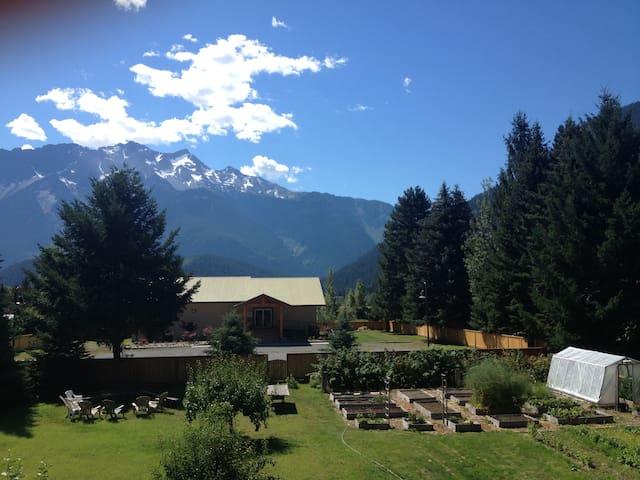 Mountain Paradise - 3 Bedroom Family Oasis! - Pemberton - House