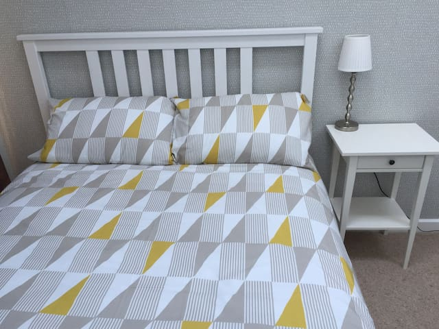 Bright and modern double room with private balcony - Falmouth - Bed & Breakfast