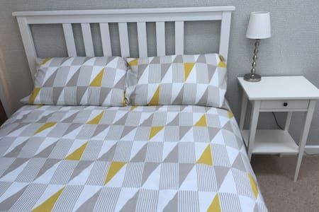Bright and modern double room with private balcony - Falmouth