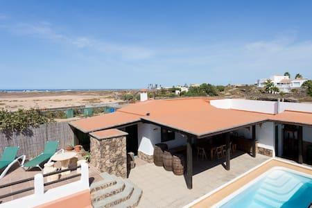 "Apart. Ola en complejo con piscina ""only adults"" - La Oliva - Apartmen"