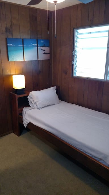 Your own small private room minutes from town with a single bed