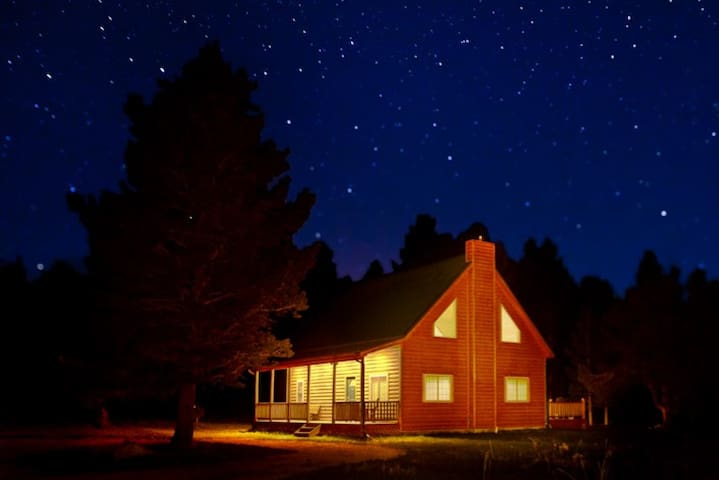 Starry Nights-Wonderful 3 bdrm home in the Rockies