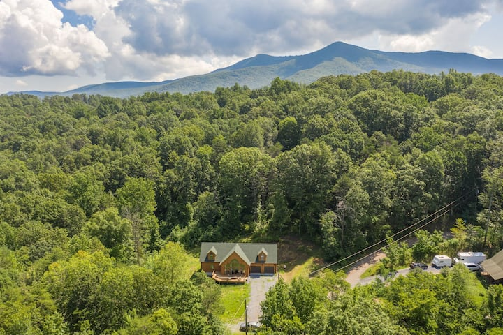 Shenandoah Hideaway in Secluded Holiday Hills
