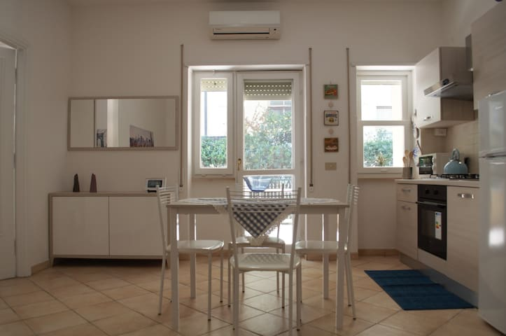 Apartment in Terracina eith wi fi, close the beach - Terracina - Apartamento