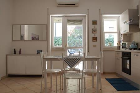 Apartment in Terracina eith wi fi, close the beach - Terracina - Huoneisto