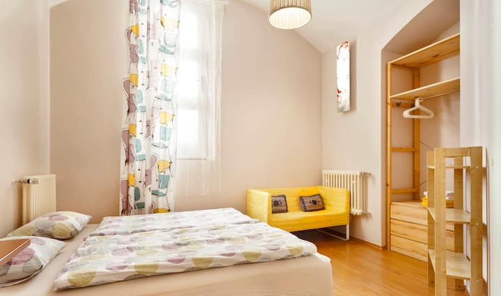 Cosy separate room nearby gorgeous park