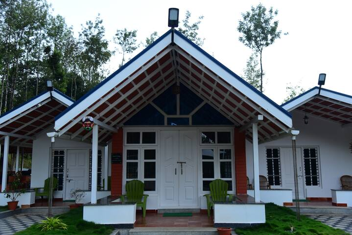 Kava Retreat (Deluxe Room (2 Adults + 1 Child)