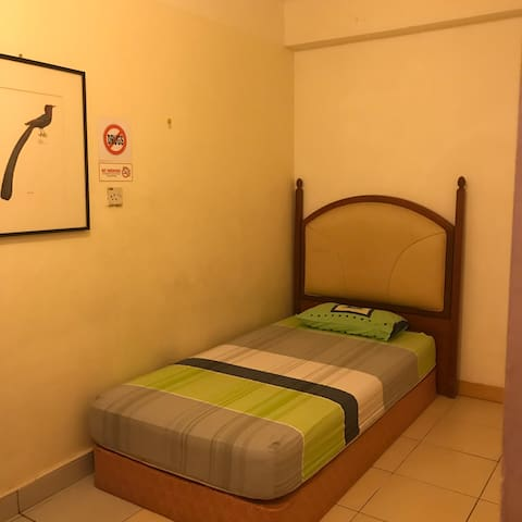 Budget Home Stay 经济套房 • Room C •