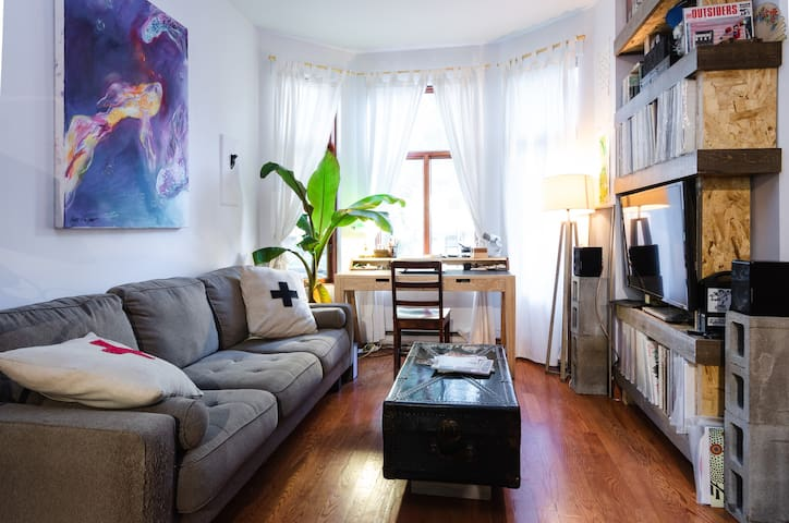 Cozy room in the heart of the Mile-End