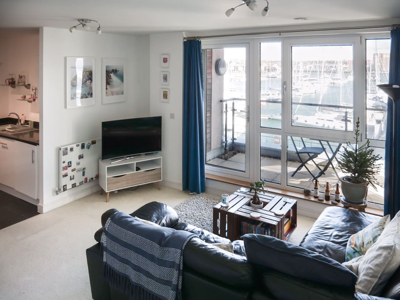 The large living space has uninterrupted views of the water (2/4).