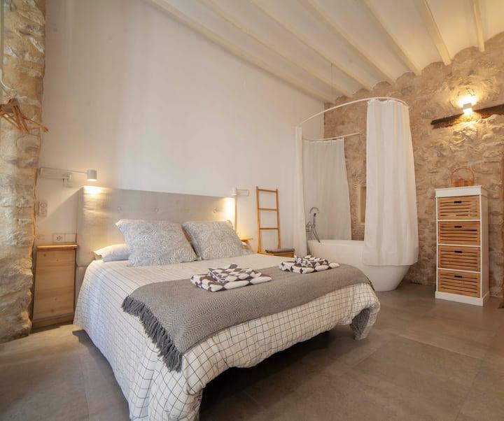 Suite de 45 m2 con bañera en casco viejo