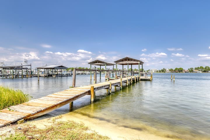Spacious, dog-friendly house w/ lovely bay views & shared pier!