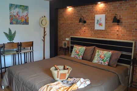 Dawnthaya Ayutthaya house (Amazon room)