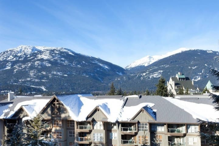 2 bed, Amazing Views, Ski-in-Ski-out, Huge Hot Tub