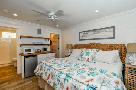 The Siesta Key Room - Deluxe Studio w/ Bunk Beds