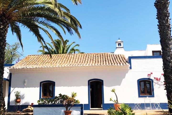 Quinta mit 4 Schlafzimmern ,4 Badezimmern , Küche , Wohnzimmer und 2 Dachterassen