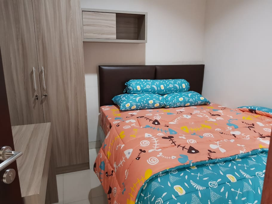 Kamar 1 - Lantai 1 Room 1 - First Floor Queen Bed, Bedcover, Sprei, Handuk, Bantal & Guling (Towel, Pillow & Bolsters)