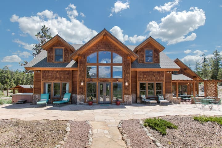The Wolf Den: Family Retreat at Base of Mt. Elbert