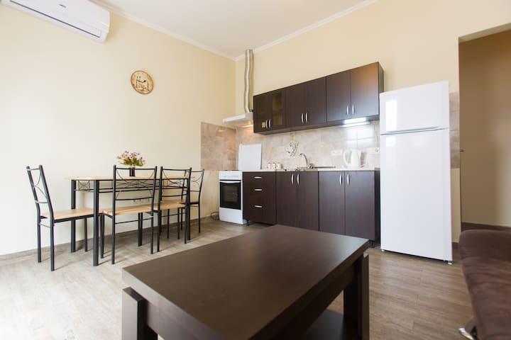 Tiny 1 BDR flat with cozy balcony