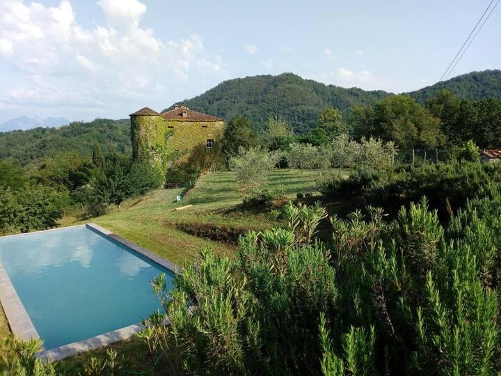 Situé dans un village médiéval paisible.