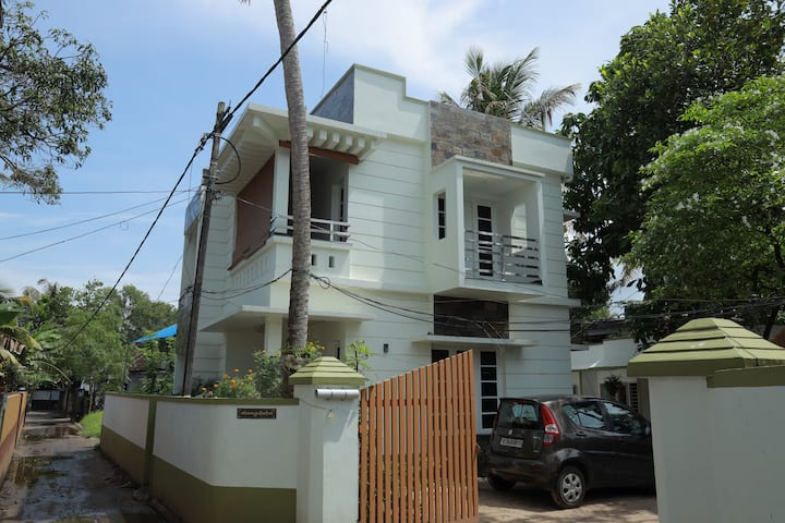 Alleppey waves ( Home Stay) A/C and Non A/C rooms