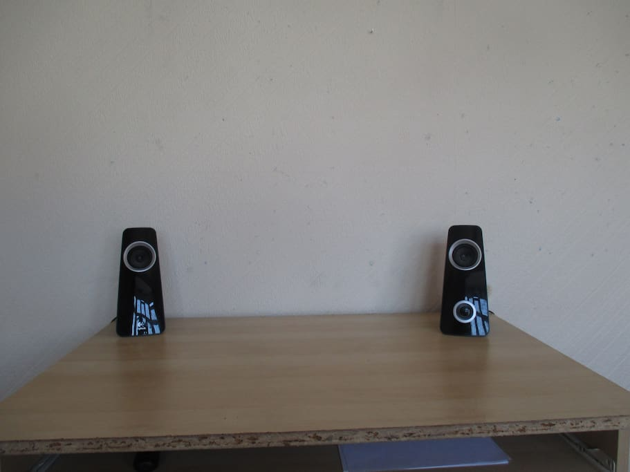 Speakers to use on the desk