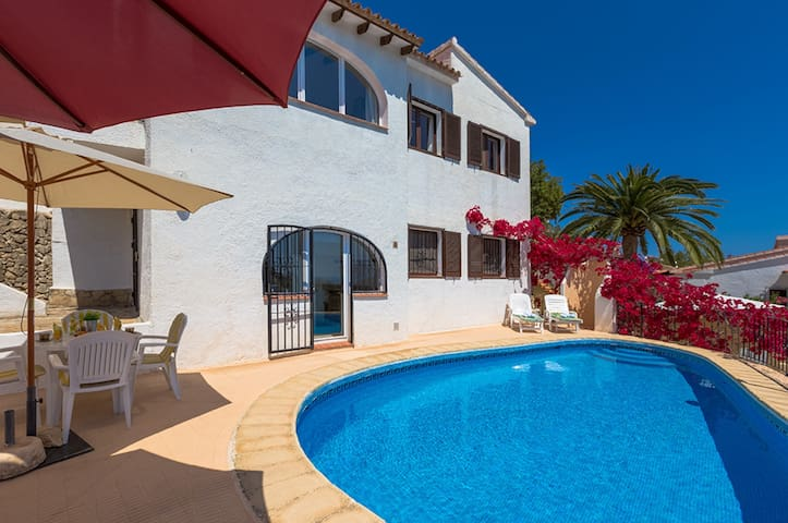 BELLAVISTA, villa with wonderful views of the sea and the mountains. free wifi