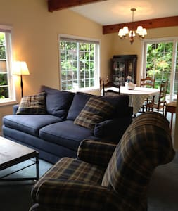 Homey Lake Burien 2 Bedroom Guest House - Burien - House