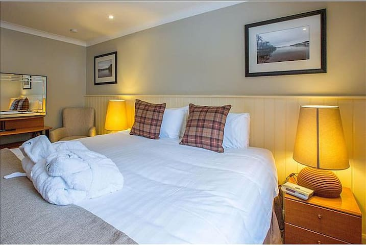 Luxury self-catering lodge at Loch Lomond