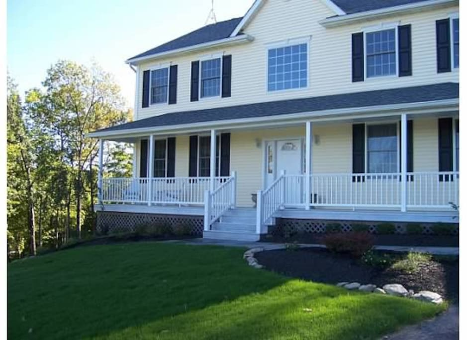 Large hudson valley home with pool case vacanze in for Case vacanze new york home away