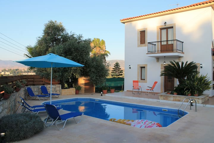 Villa Christodoula-Excellent location holiday home