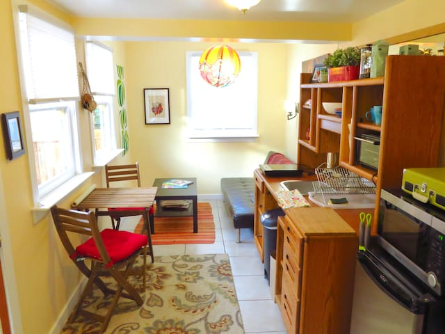 ** Private and Comfortable Berkeley Guest House ++