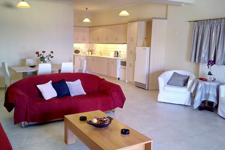 Sea view apartment, 2 bedrooms, wifi, city centre.