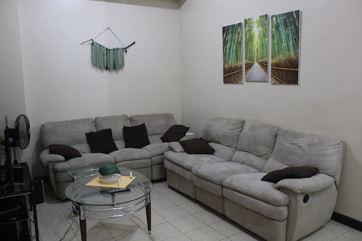 Huge 3br Penthouse - 20MBPS WiFi - Mandaluyong - Apartment