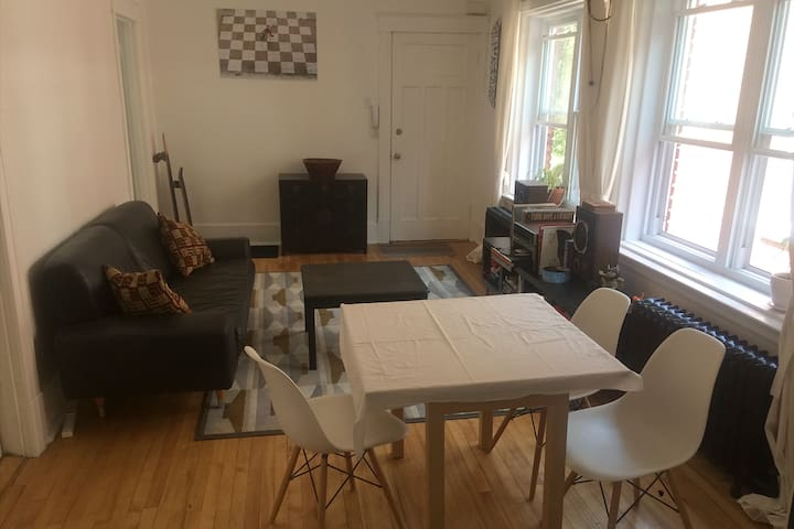 Sun-filled 2 bedroom NDG Apartment