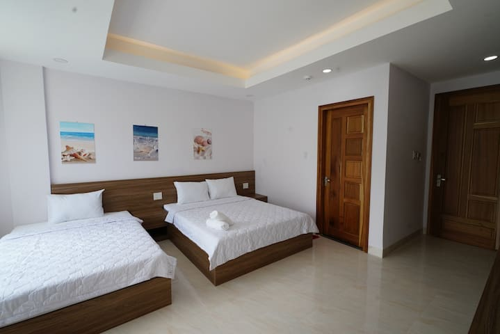 Private Triple Room w. Balcony - 5 mins to beach