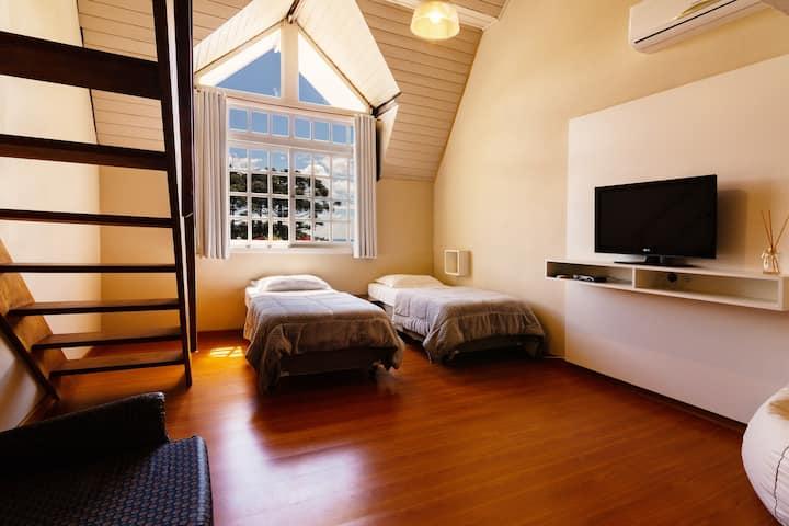 Amplo Loft no Hello Hostel Gramado!