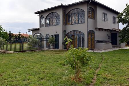 Art Luxury villa with mountain view - Souroti - Villa