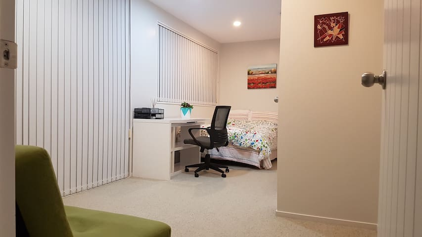 Private Double room in a lovely home